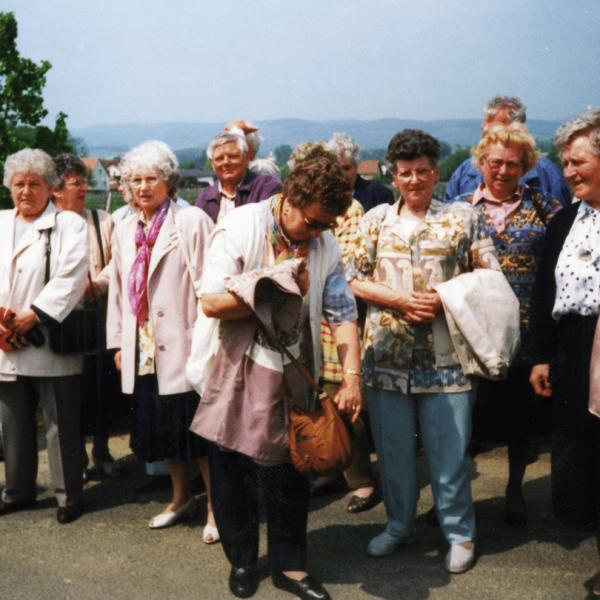 Abbildung mit ehemaligen Bewohnern Harkaus